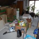 Der Dachboden bei Andis Eltern bietet zum Glück mehr als genug Platz für unsere ganzen Sachen.