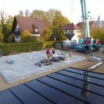 Die Baustelle wird vorbereitet (Blick vom Garagendach)