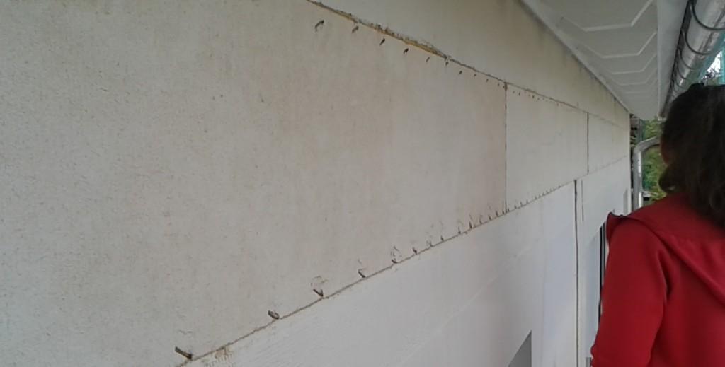 Bauchbinde (Außenfassade - Leerräume zwischen den Geschossen gefüllt)