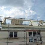 Dachelemente werden montiert