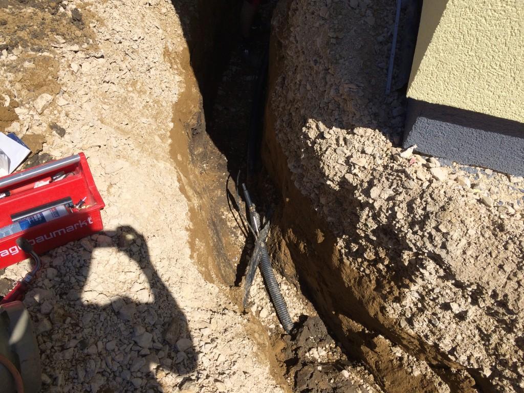 Am Hauseck wurden beim Abriss Telekom, Kabel und Strom abgetrennt
