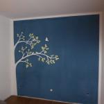 Die fertige Wand im Schlafzimmer